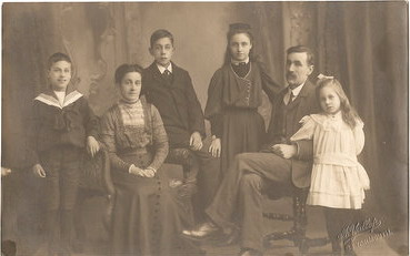 Dance Family photograph ca 1912. From left: Percy, Fanny, George, Ruth, George William, Eva